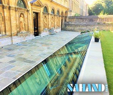راهرو با سقفی از جنس شیشه